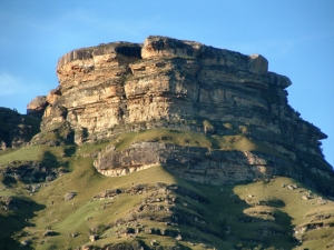 05_Mvuleni-(Bamboo)-Mountain-on-the-road-to-Drakensberg-Gardens-Hotel_MCookson